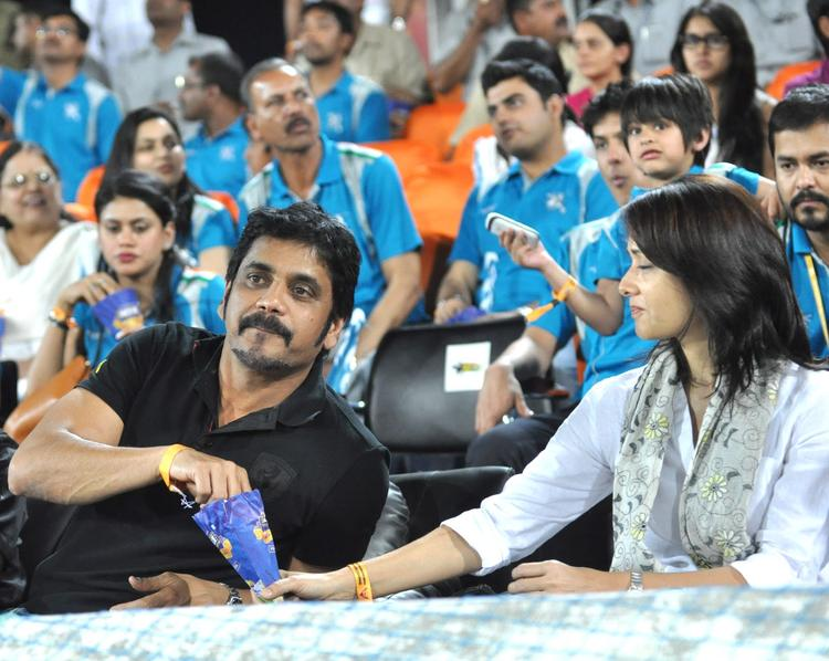 Nagarjuna With Wife Amala Snapped At Hyderabad Vs Pune IPL Cricket Match