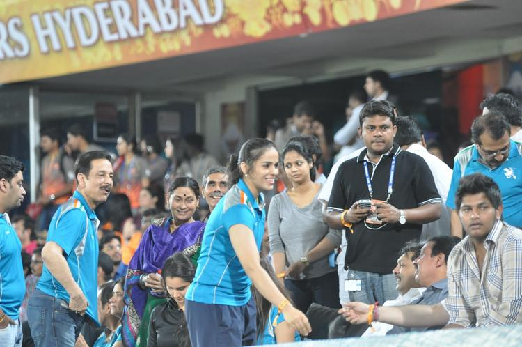 Saina And Subrata Snapped Nagarjuna With Wife Amala