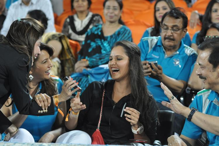 Sania And Subrata Smiling Photo Clicked At Hyderabad Vs Pune IPL Cricket Match