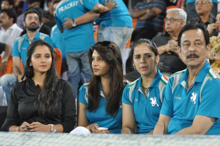 Sania,Saina And Subrata Make An Appearance Nagarjuna With Wife Amala
