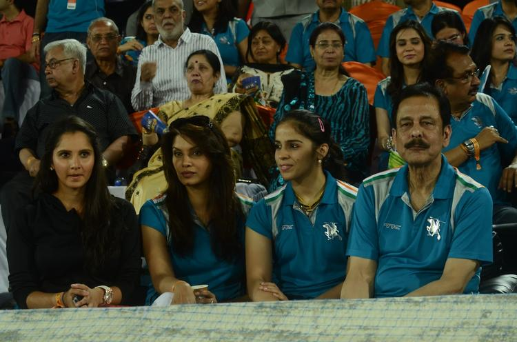 Sania,Saina And Subrata Photo Clicked Nagarjuna With Wife Amala