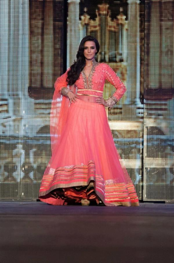 Neha Dhupia Flawless Look On Manish Malhotra Ramp Show At TOIFA 2013
