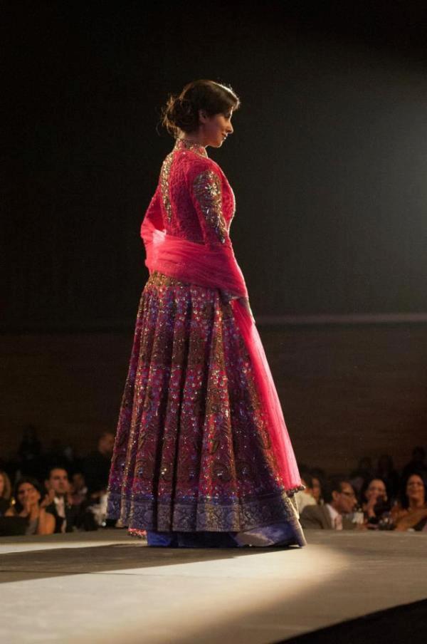 Urmila Matondkar Walks On Ramp For Designer Manish Malhotra At TOIFA 2013