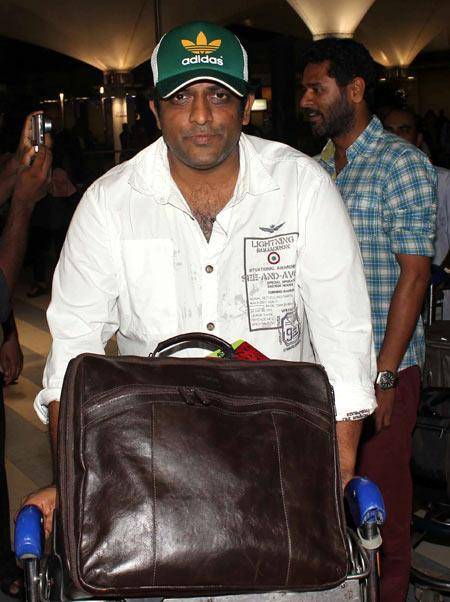 Anurag Basu Nice Look With His Luggage At Mumbai Airport On The Arrival From TOIFA 2013