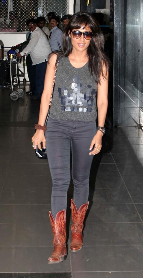 Chitrangada Singh Stylish Look At Mumbai Airport On Their Arrival From TOIFA 2013
