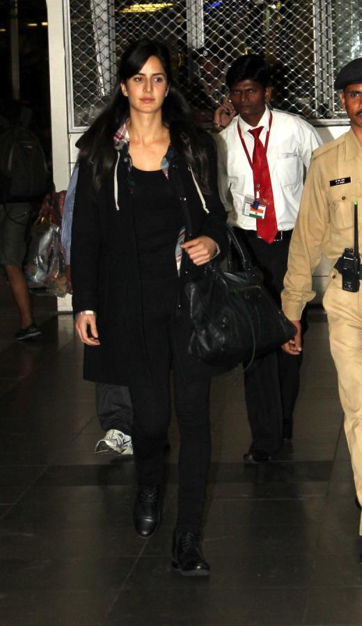 Katrina Kaif Spotted At Mumbai Airport On Their Arrival From TOIFA 2013