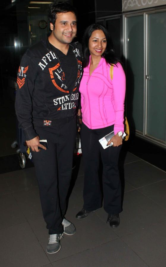 Krishna And Kashmira Spotted At Mumbai Airport On Their Arrival From TOIFA 2013