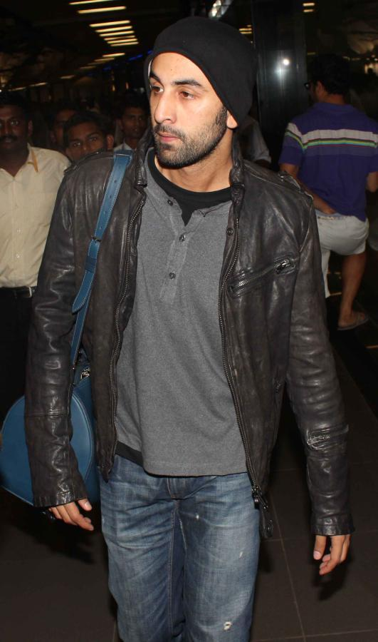 Ranbir Kapoor Snapped At Mumbai Airport On Their Arrival From TOIFA 2013