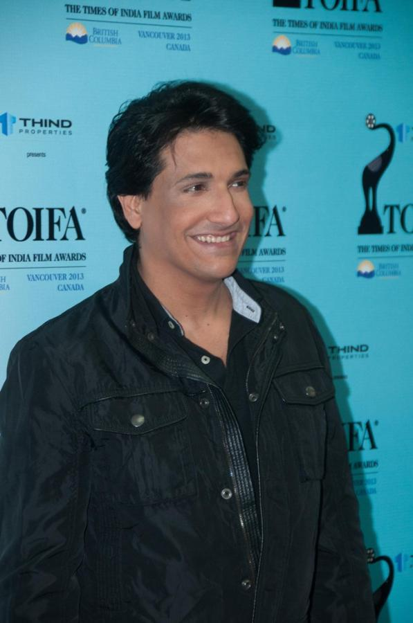 Shiamak Davar Cool Smiling Look At Mumbai Airport On Their Arrival From TOIFA 2013