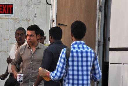 Aamir Holding A Tea Cup Photo Clicked During Photo Shoot For A Mobile Ad In Bandra