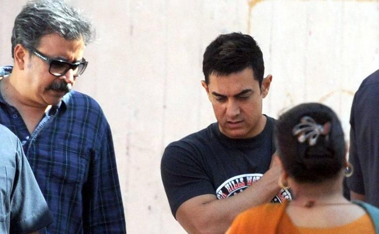 Aamir Snapped During Photo Shoot For A Mobile Ad In Bandra