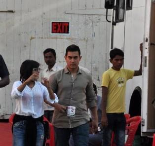 Aamir Walking Photo Clicked At Photo Shoot For A Mobile Ad In Bandra