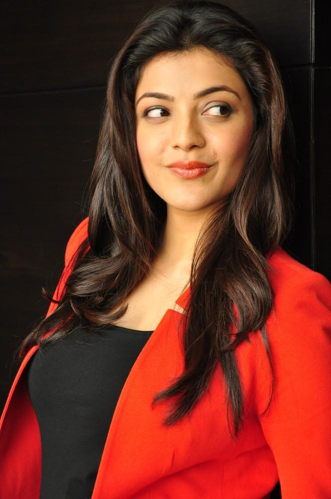 Kajal Cute Expression Photo Still At Baadshah Interview