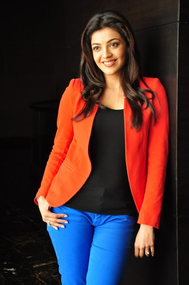 Kajal Cute Smiling Photo Still At Baadshah Interview