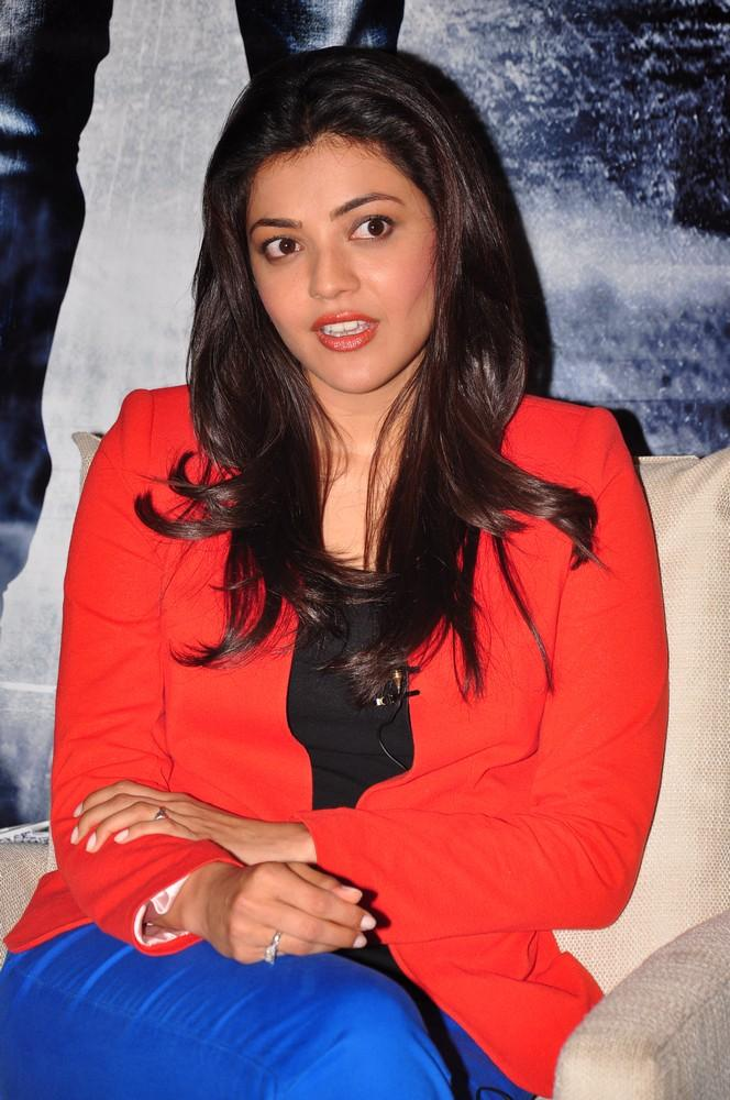 Kajal Spicy Look Photo Still At Baadshah Interview
