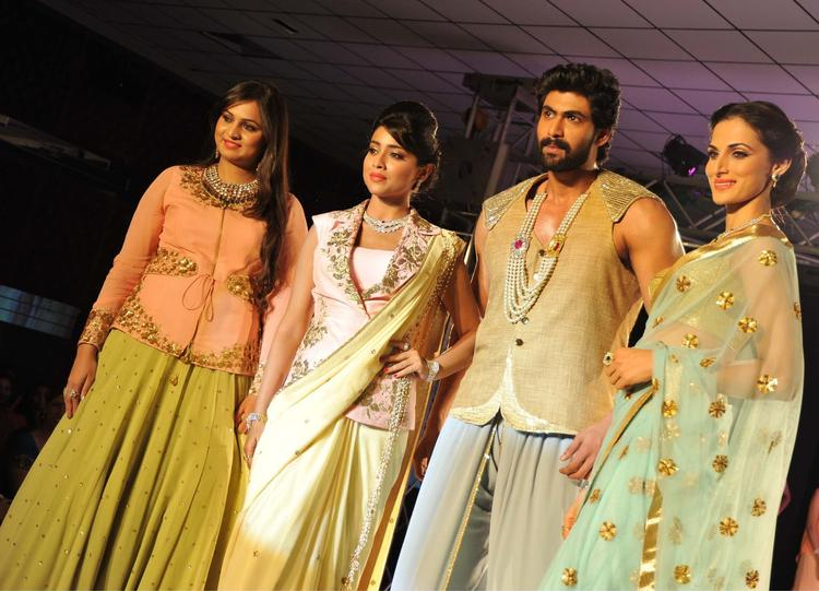 Rana And Shriya Posed For Camera On Ramp At Vogue Fashion Show 2013