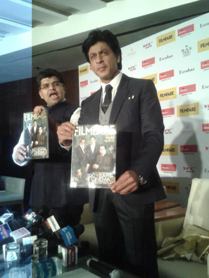 Shahrukh Khan Posed For Camera With A Magazine At Filmfare Magazine Cover Page Launching Event