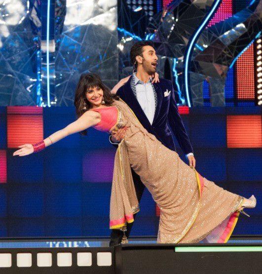 Anushka And Ranbir A Crazy Dance Pose At TOIFA