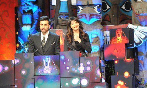 Anushka And Ranbir Play The Host Character At TOIFA Ceremony