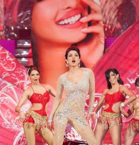 Priyanka Chopra Mindblowing Dance Performance At TOIFA