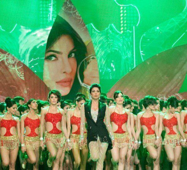 Priyanka Stunning Performance At TOIFA