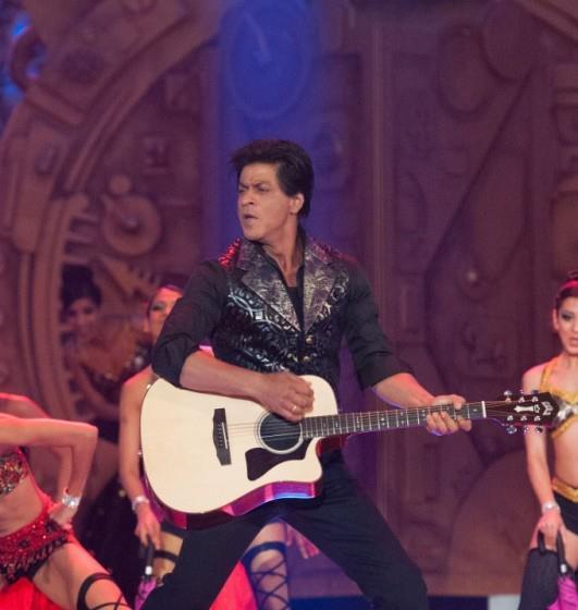 Shahrukh Playing Guitar Photo Clicked At TOIFA