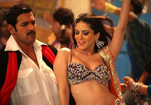 John And Sunny Cute Expression Dance Photo Still From Movie Shoot Out At Wadala