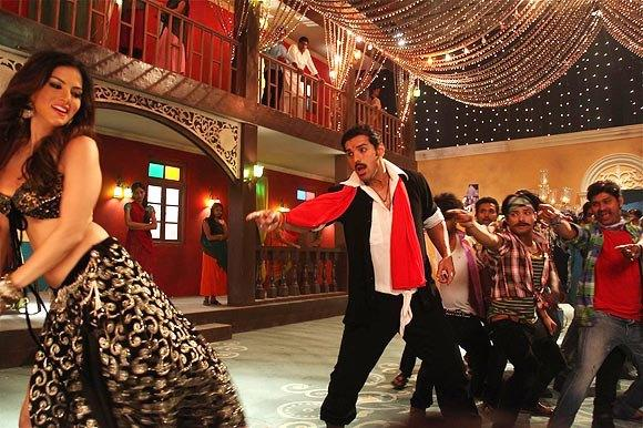 John And Sunny Sexy Dance Photo Still From Movie Shoot Out At Wadala