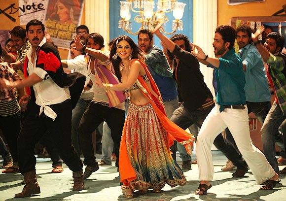 John,Sunny And Tusshar Dancing Photo Still From Movie Shoot Out At Wadala