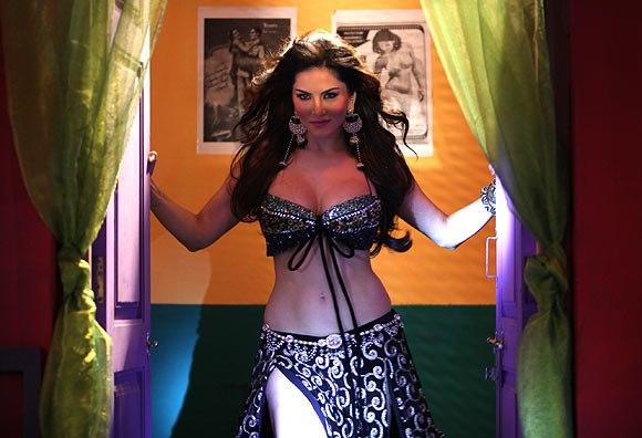 Sunny Leone Spicy Look Photo Still From Movie Shoot Out At Wadala