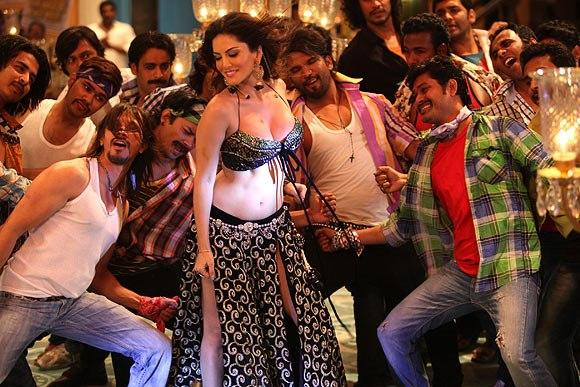 Sunny Seducing Item Song Photo Still From Movie Shoot Out At Wadala