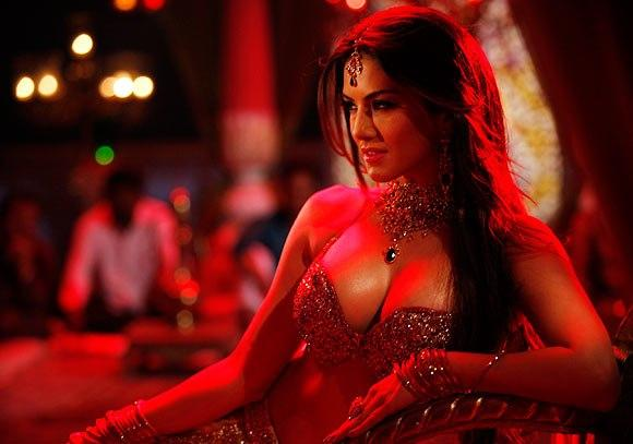 Sunny Sexy And Hot Photo Still From Movie Shoot Out At Wadala