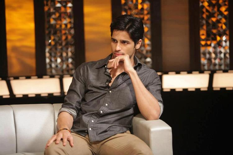 Sidharth Malhotra Deep In Thought Look At On The Front Row Show