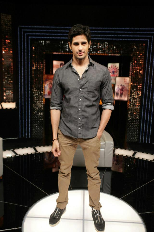 Sidharth Malhotra Posed On The Front Row Show