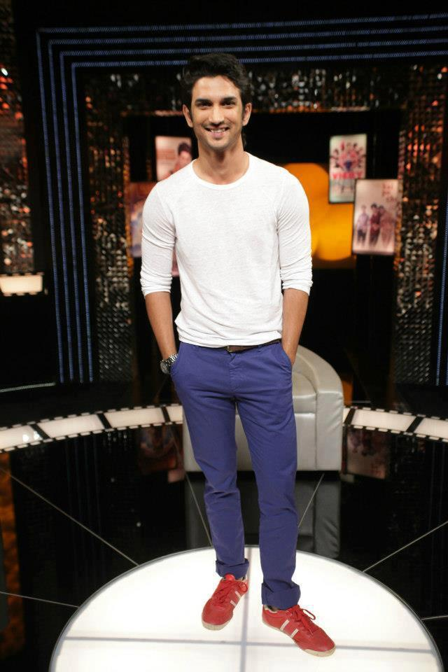Sushant Singh Rajput Smiling Pose At On The Front Row Show