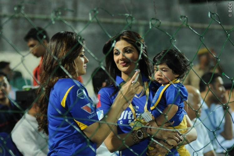Shilpa With Her Son Viaan And Sister Shamita Present At Rajasthan Royals Vs KKR Match
