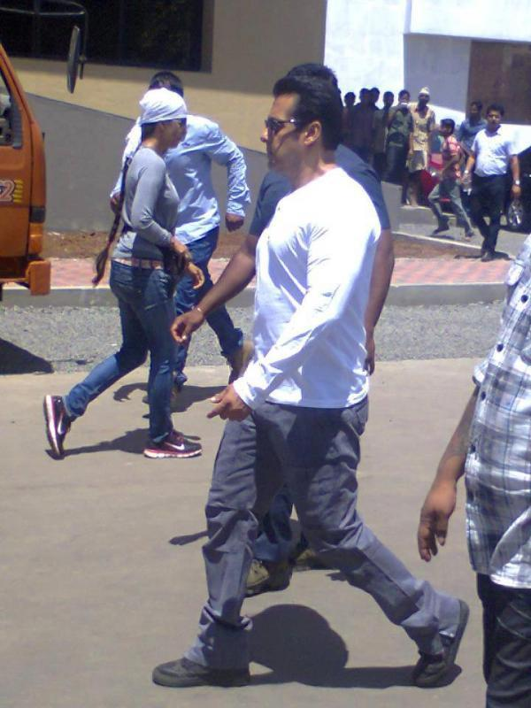 Salman Arrived On Location Of Mental At Sanjay Ghodawat College
