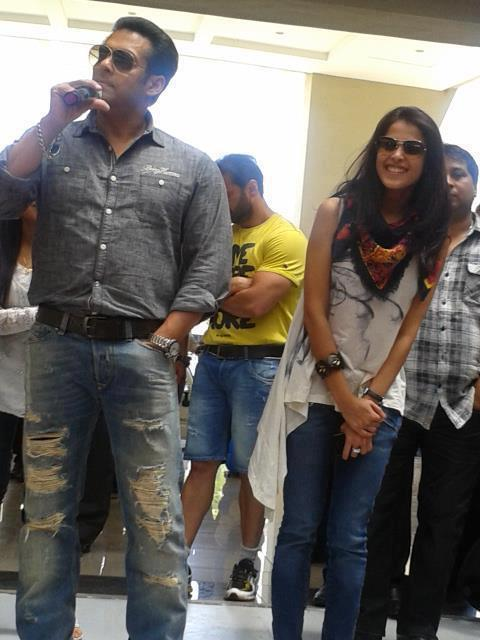 Salman Photo Clicked On Location Of Mental At Sanjay Ghodawat College