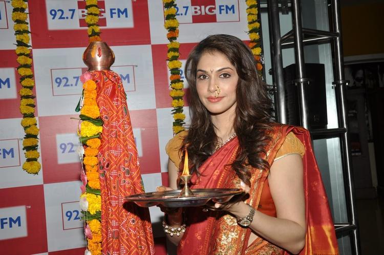 Ishaa Koppikar Looked Beautiful At BIG FM 92.7 During Gudi Padwa