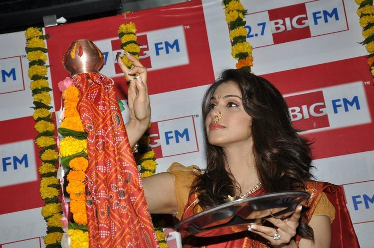 Ishaa Koppikar Pooja Photo Clicked At BIG FM 92.7 During Gudi Padwa