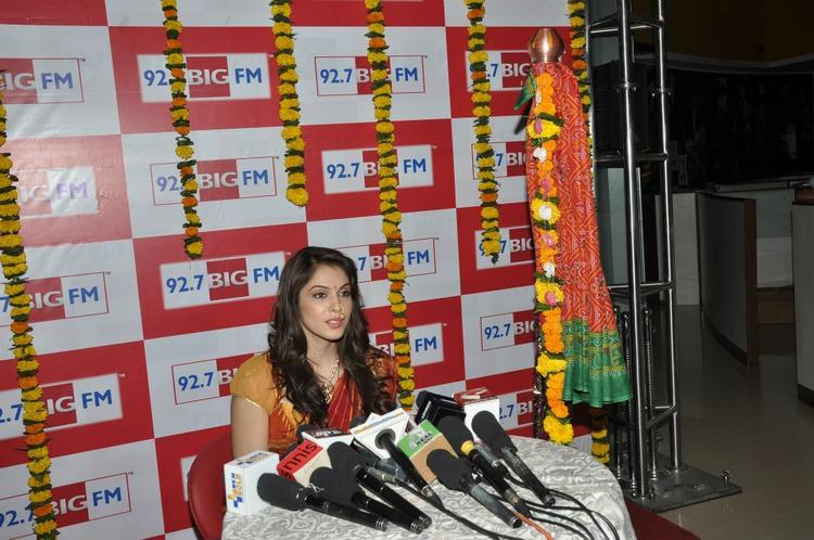 Ishaa Koppikar Spotted At BIG FM 92.7 During Gudi Padwa