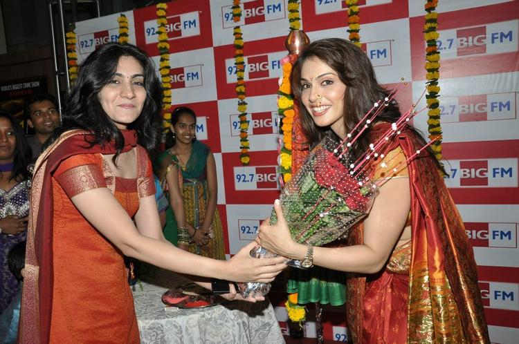 A Lady Greets Ishaa Photo Clicked At BIG FM 92.7 During Gudi Padwa