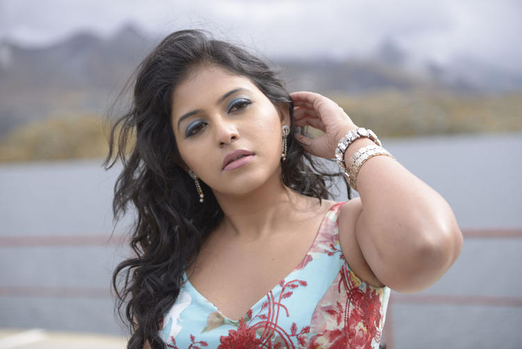 Anjali Gorgeous Look Photo Still From Movie Crazy