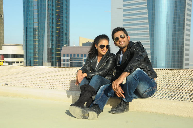 Nitin And Nithya Glamorous Look Photo Still From Movie Gunde Jaari Gallanthayindhe