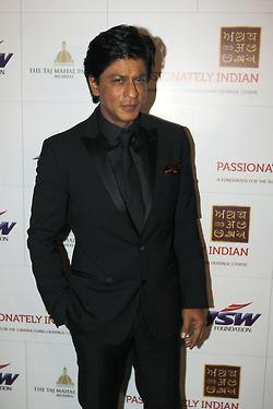 Shahrukh Looks Dapper In A Suit At Surabhi Foundation Fundraiser Event