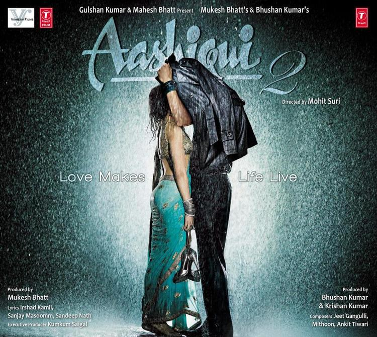 Aditya And Shraddha Romantic Look In Aashiqui 2 Movie Poster