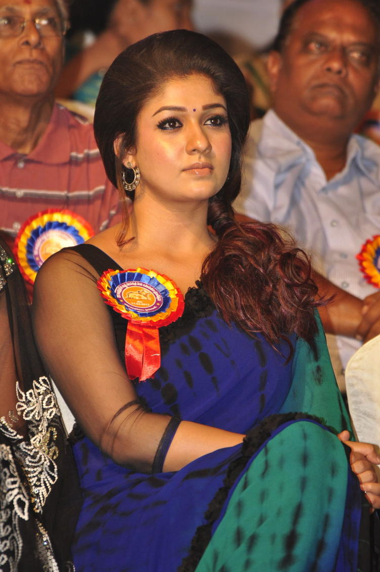 Nayanthara Cute Look At Nandi Awards 2011 Function