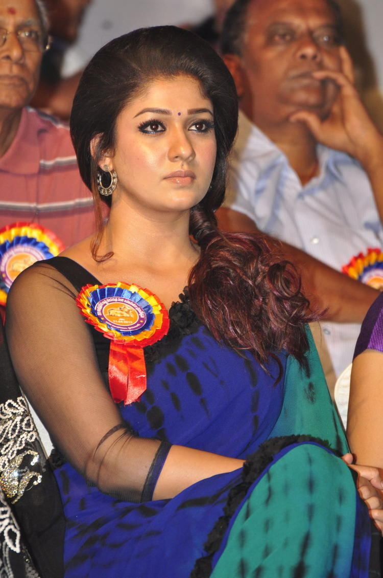 Nayanthara Dazzles At Nandi Awards 2011 Function