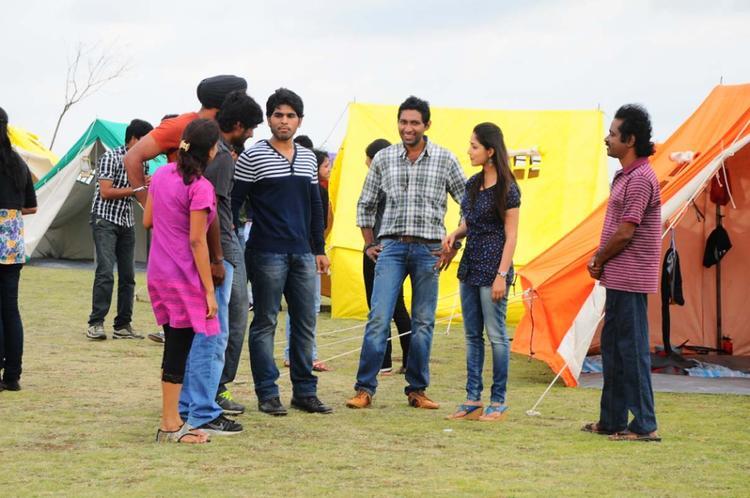 Sirish And Yami Movie Gouravam Working Photo Still