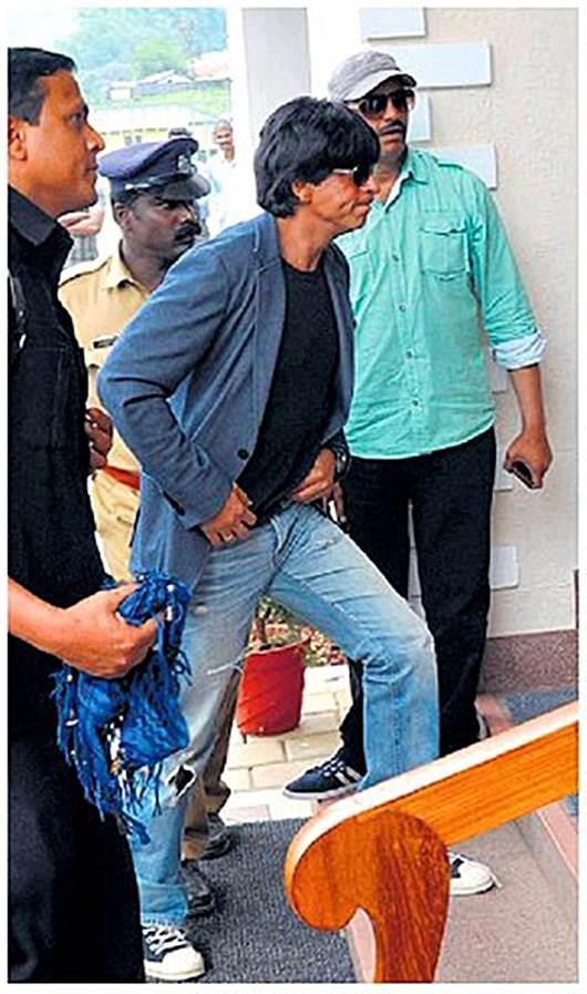 Shahrukh Khan Spotted At Munnar For The Shooting Of Chennai Express